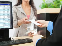 Late Payments Can Affect Your Ability to Acquire Credit From Financial Institutions